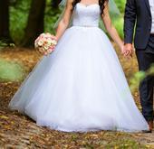 Svadobné šaty s obrovskou sukňou, 36