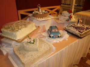 naše tortičky, je tam aj model nášho auta ako tortička