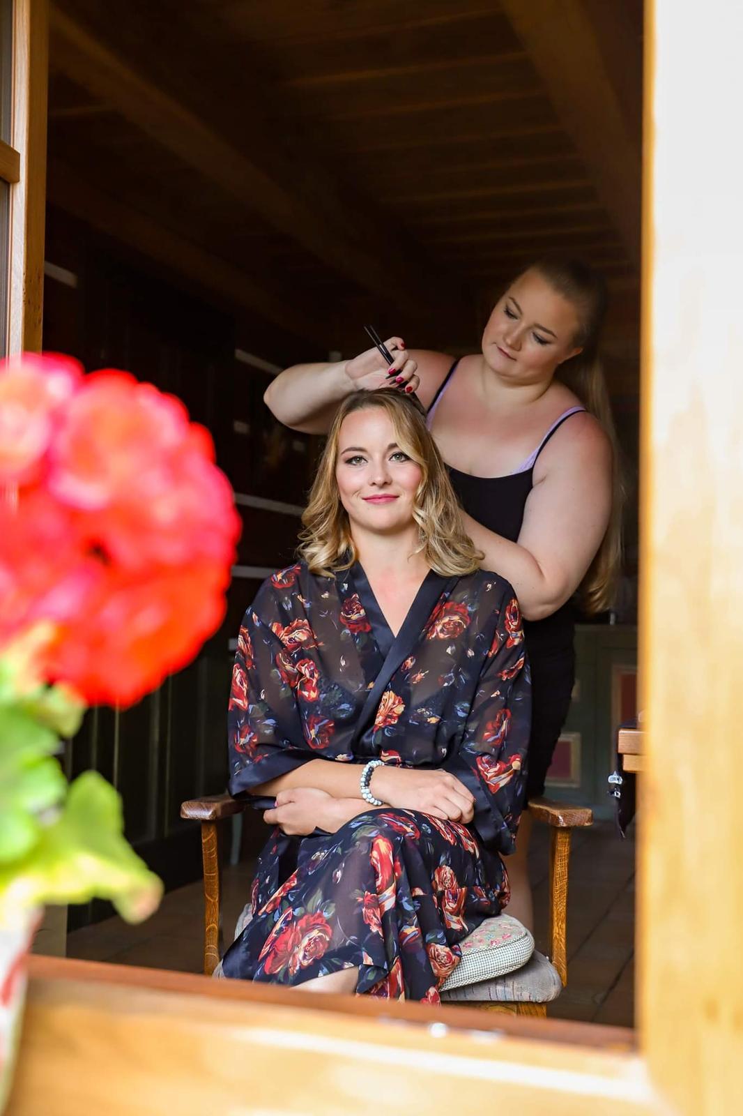 T & P- make-up a vlasy - Obrázek č. 2