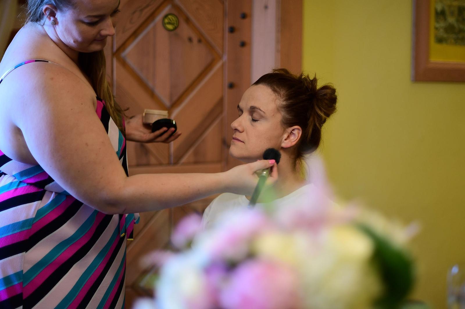 Nevěsta Hanka- makeup a účes - Obrázek č. 5