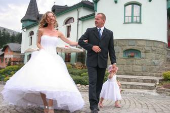 """Nevěsta s tátou....""""Tak tady ji máš"""" :o)"""