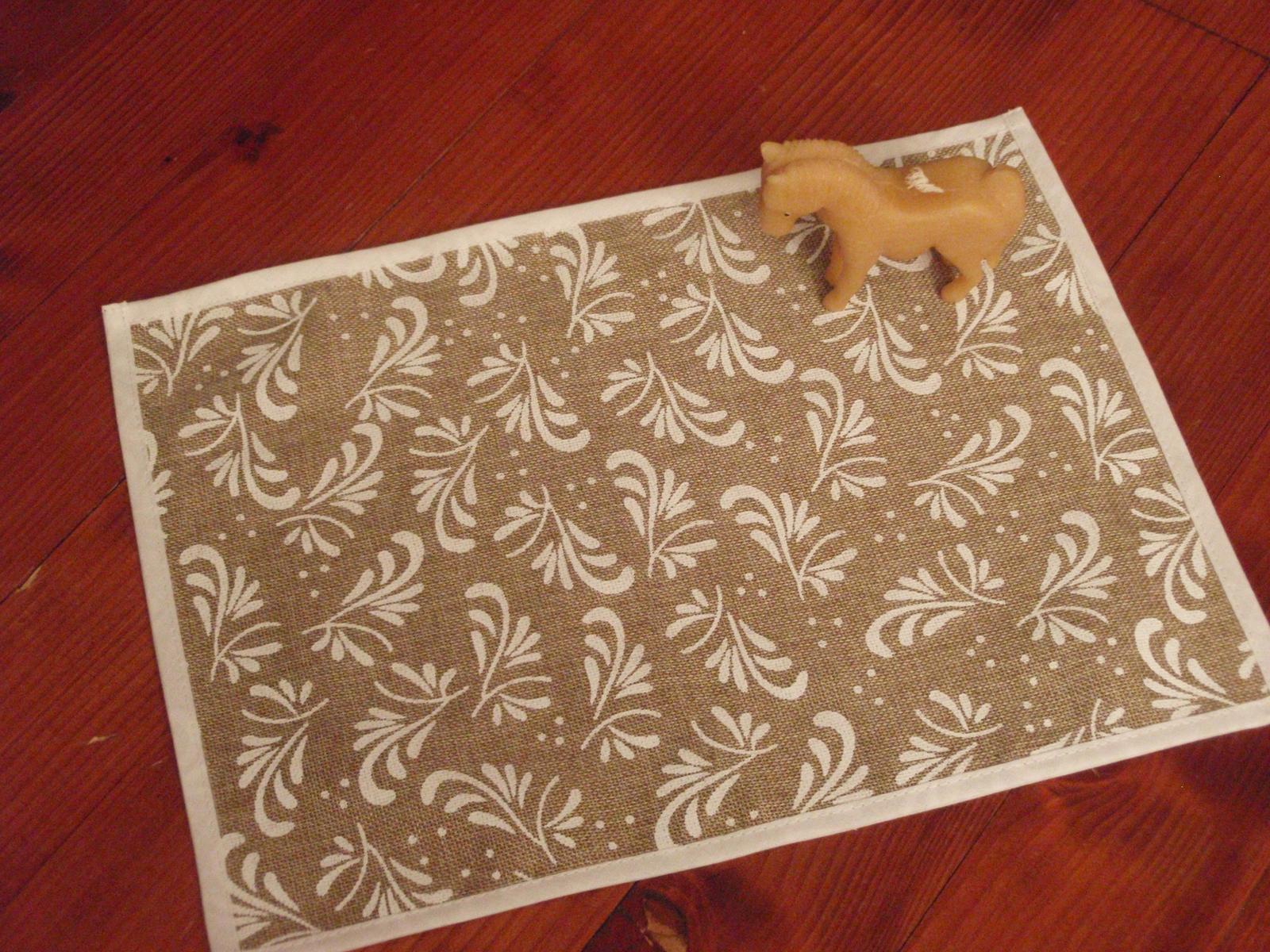 41. Jutové prestieranie na stôl s ornamentom - Obrázok č. 1