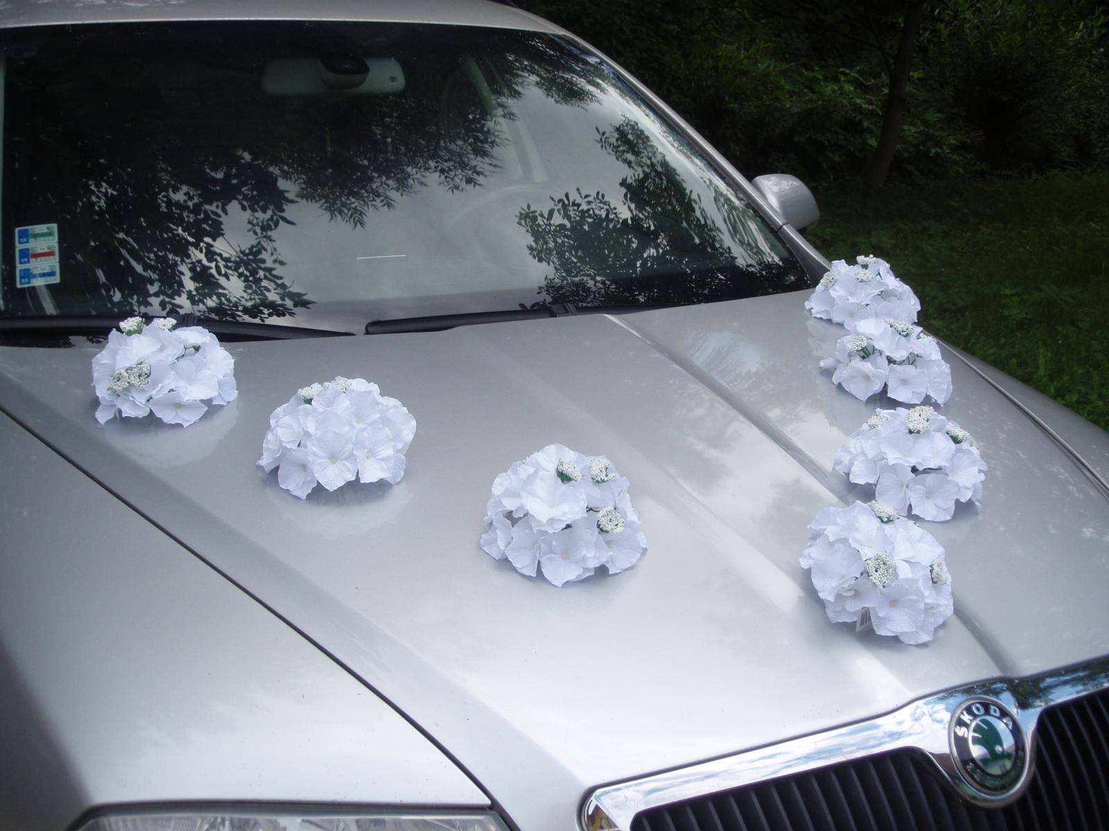 105. Dekorácia na auto z hortenzii - viac farieb - Obrázok č. 1