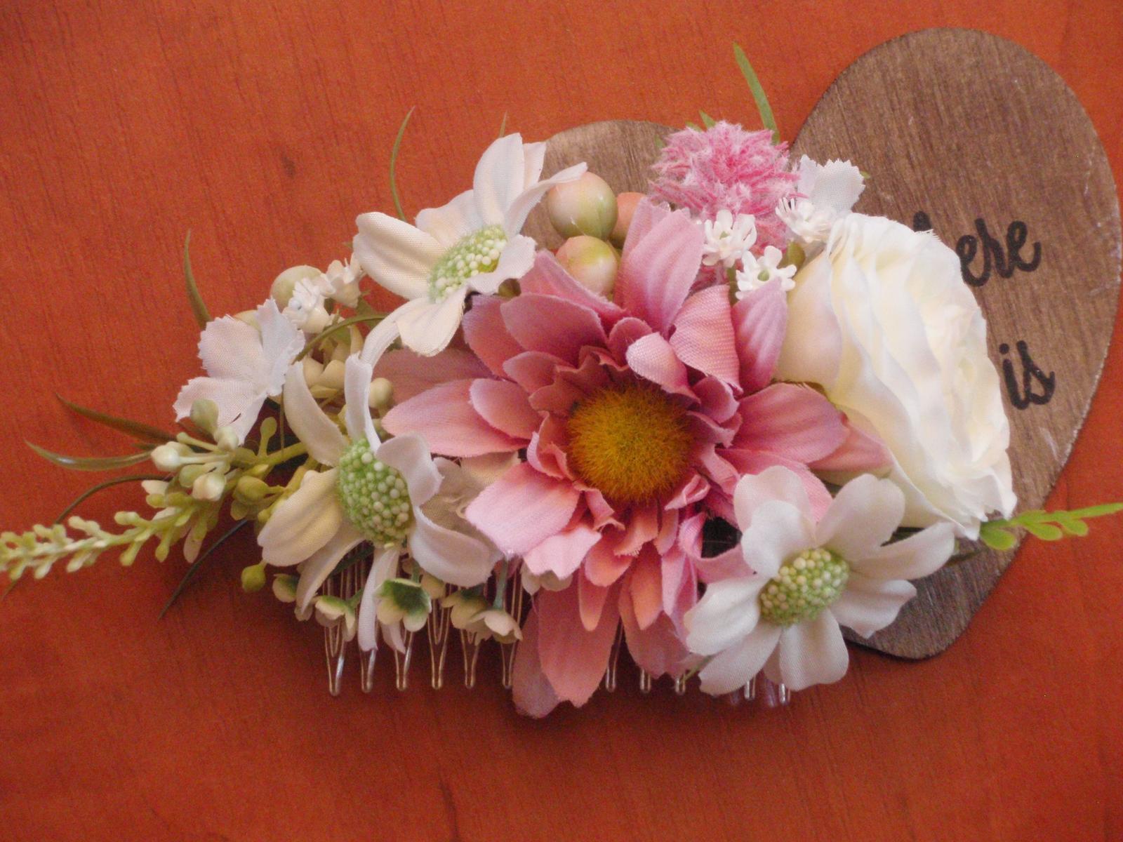 Kvetinový hrebienok - staroružová, ivory a biela - Obrázok č. 1