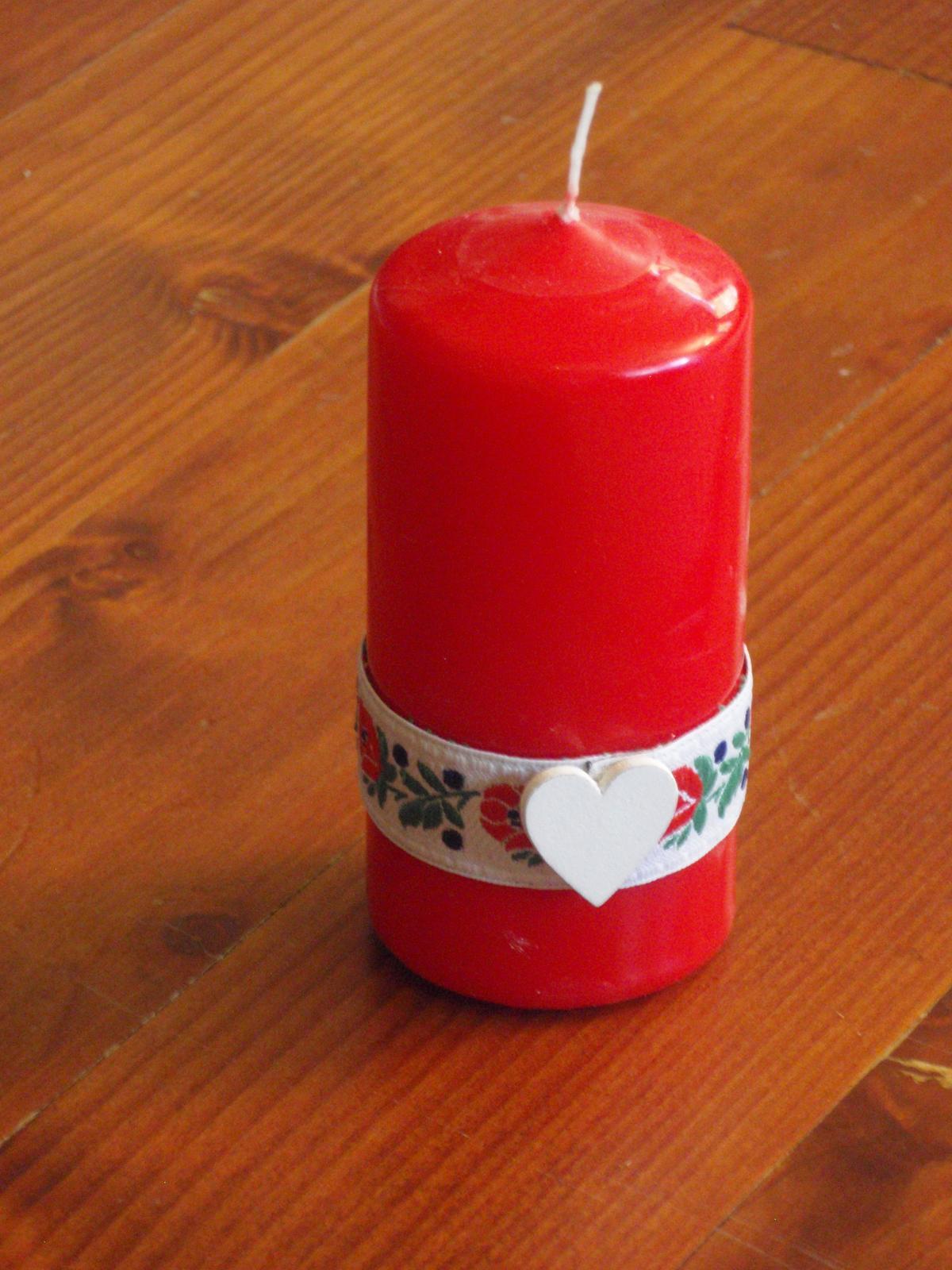 188. Folklorna červená sviečka - Obrázok č. 1