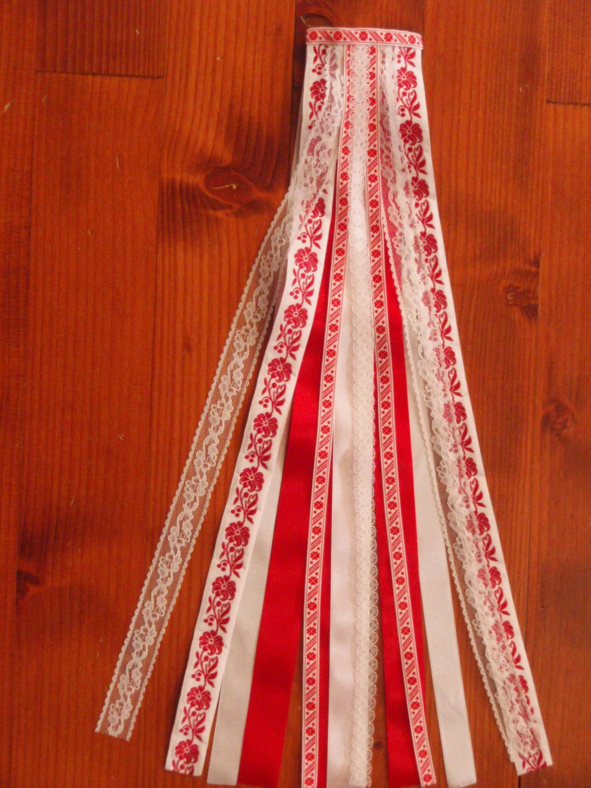 203.Folklorny hrebienok červenobiely s čipkou 50cm - Obrázok č. 1