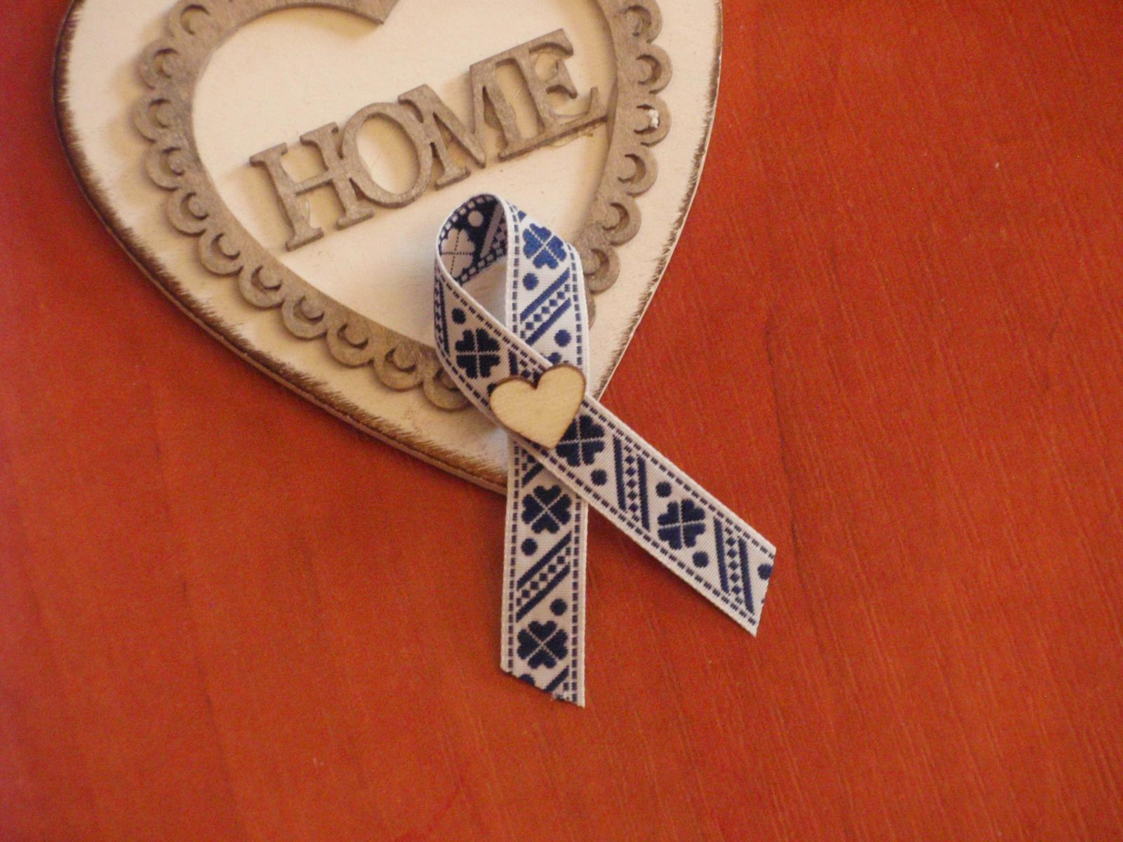 210. Folklórne pierka s modrým vzorom s srdcom - Obrázok č. 1