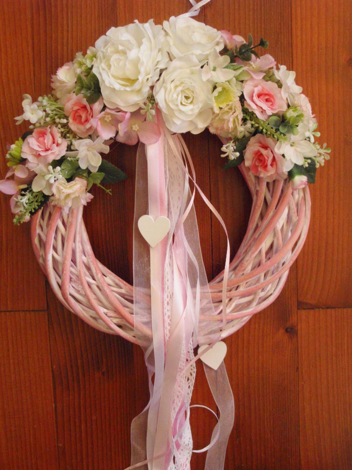 268. Ružovo-biely veniec so srdiečkami 30cm - Obrázok č. 1