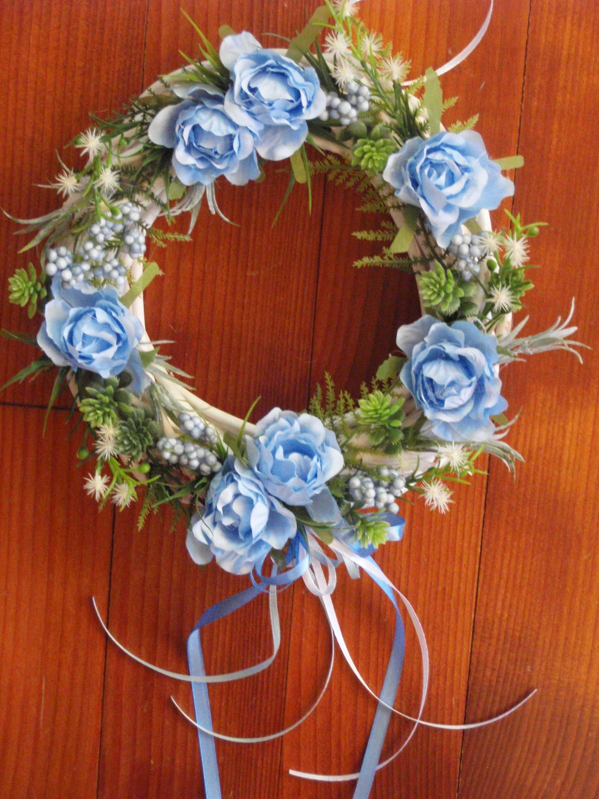 291. Venček s modrými ružami - Obrázok č. 1