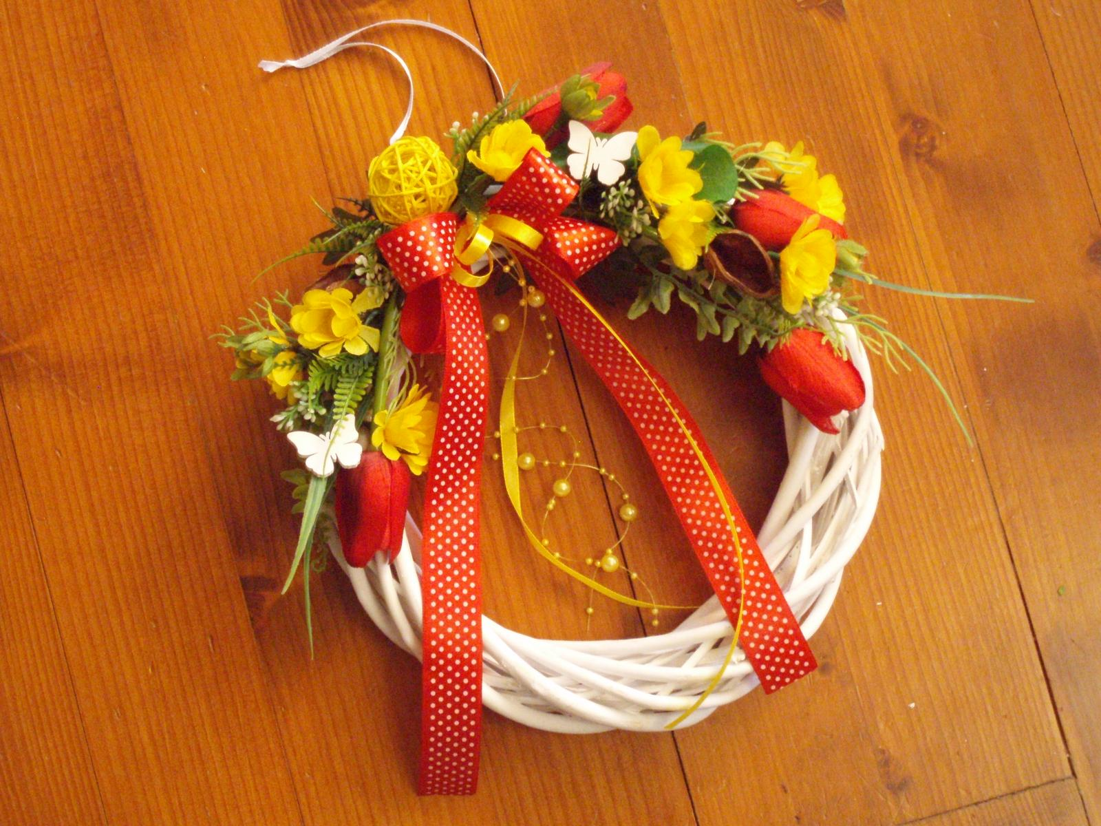 311. Veniec s tulipánmi a motýlikmi - Obrázok č. 1
