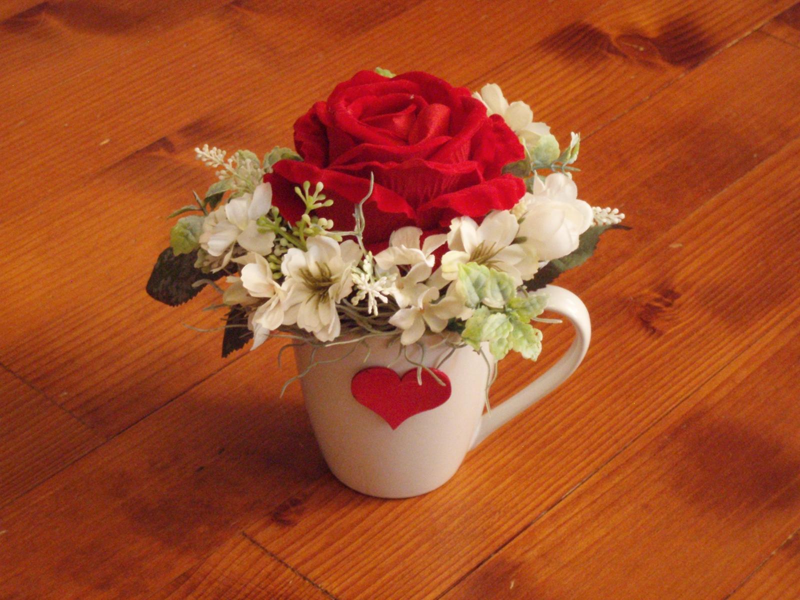334. Zamatová ruža v hrnčeku so srdcom - Obrázok č. 1