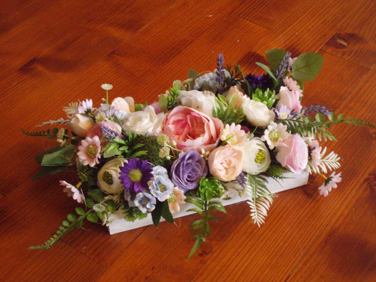 343. Kvetinová dekorácia na dreve - Obrázok č. 1