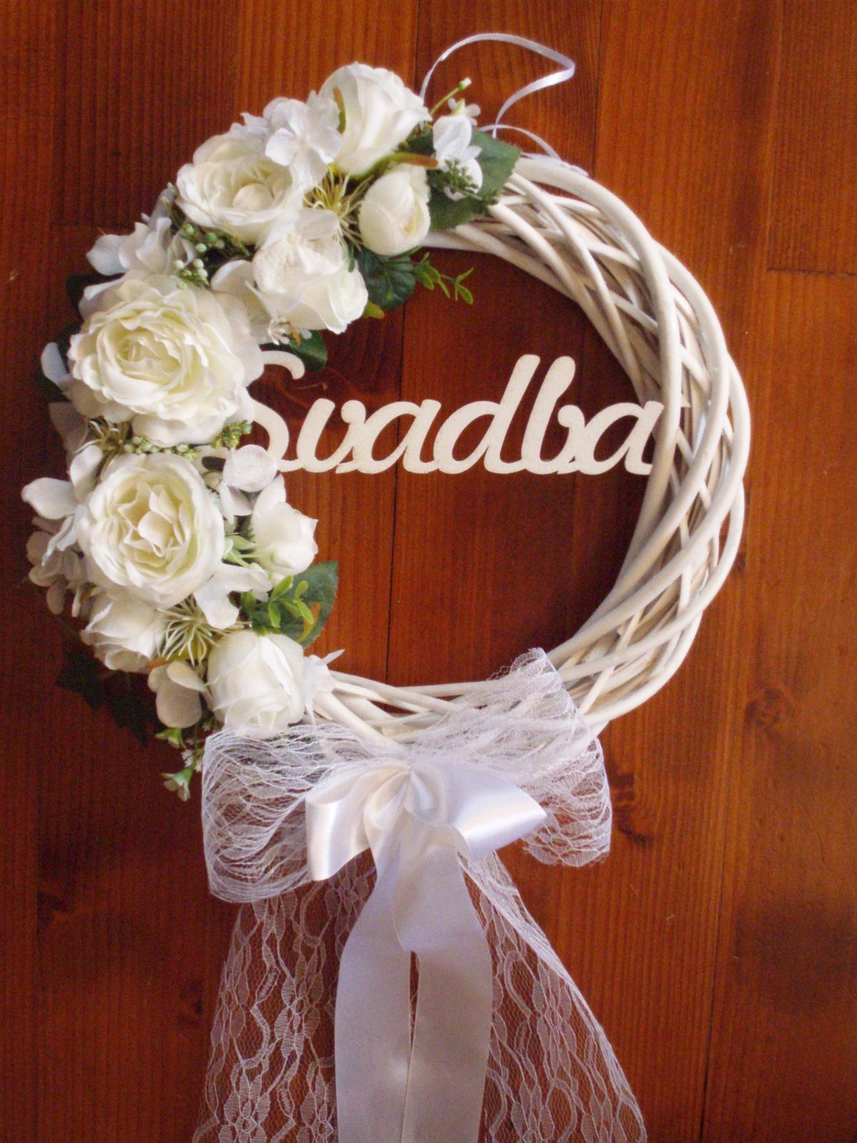 360. Biely svadobný veniec s ružami a nápisom 33cm - Obrázok č. 1