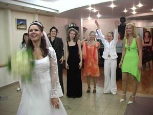 ktorá bude nastávajuca?kytica padla švagrinej, žeby o rok svadba?