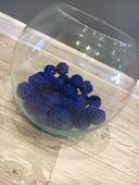 Váza s modrou dekorací ,