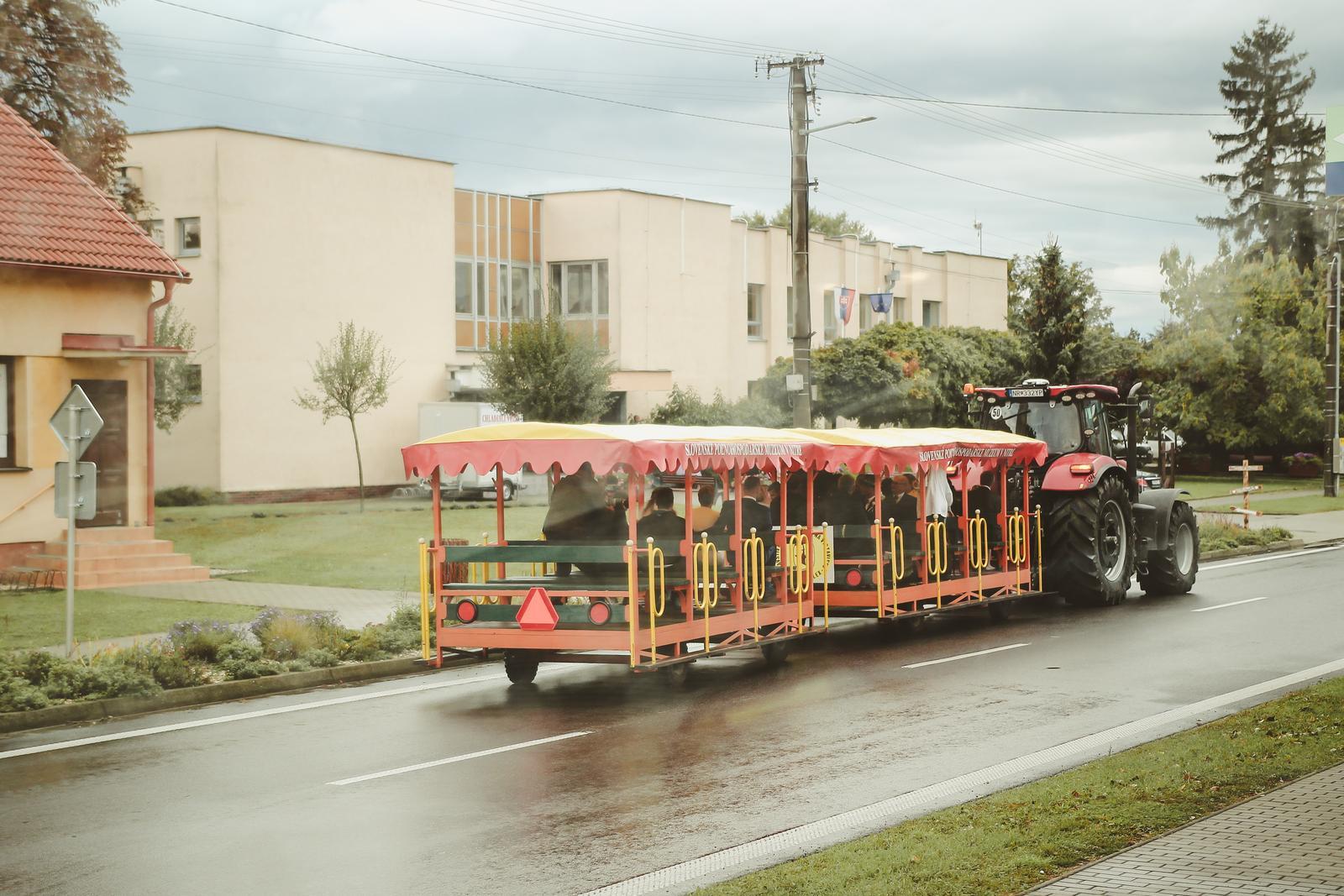 Tánička{{_AND_}}Dávid - Svadobný voz pre hostí :)