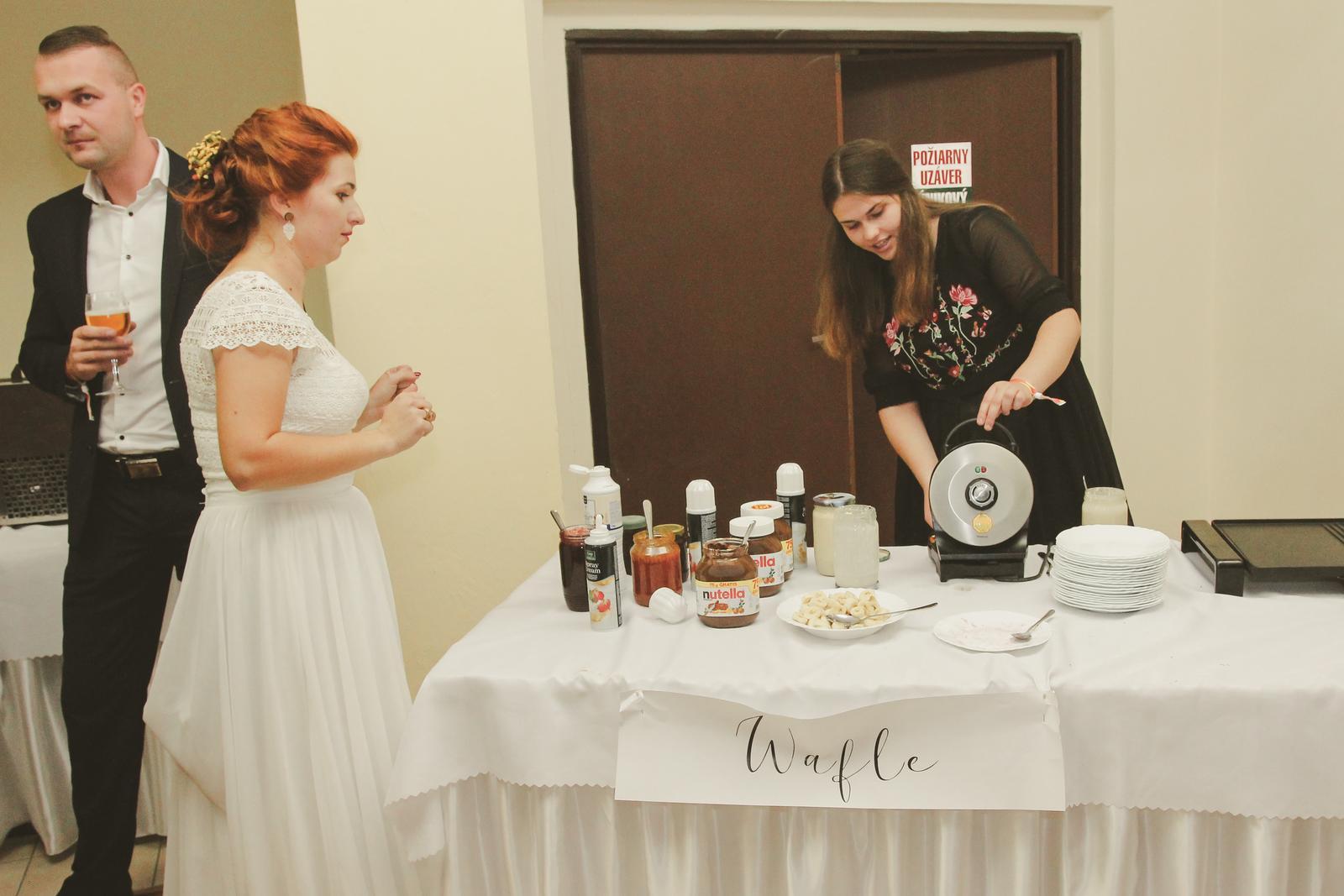 Tánička{{_AND_}}Dávid - Beky robila pre hostí wafle a enciány :)
