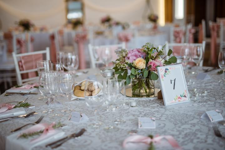 Výzdoba svatebních stolů nevěst z Bereme se - Obrázek č. 42