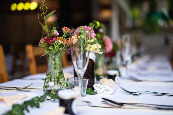 Výzdoba svatebních stolů nevěst z Bereme se - Obrázek č. 52