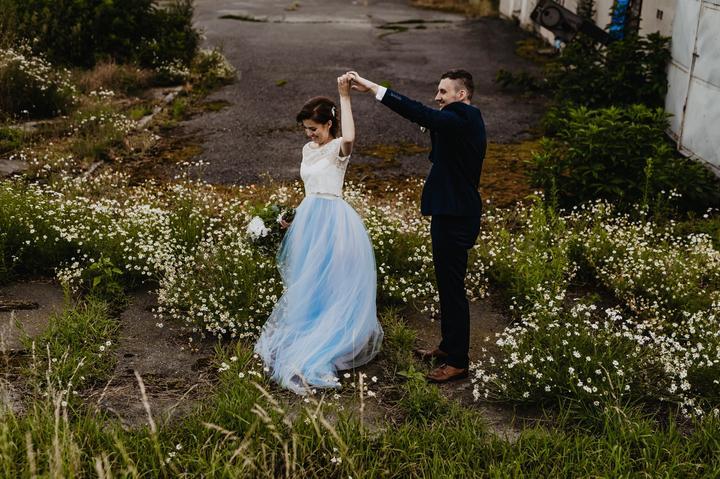 Nevěsta v modrých svatebních šatech a svatba v Kamut Letonice :) https://www.beremese.cz/modre-svatebni-saty/ - Obrázek č. 1