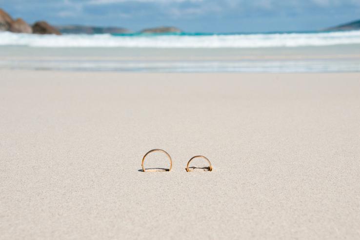 Jak pečovat o prsteny, aby byly stále jako nové? Přečtěte si v novém článku :) https://www.beremese.cz/pecovani-o-svatebni-prsteny/ - Obrázek č. 1
