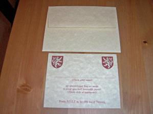 mala obalka s kartickou, ktera se dava uvnitr oznameni, kde lidi odepisou jestli budou moci prijit na svatbu