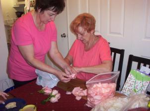 teta s mamkou loupou ruze a bylo to hodne prace s tolika ruzemi