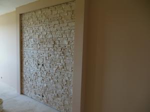 Hotová stěna-musím říct, že když to manžel dodělal, měla jsem na krajíčku-prostě se mi to moc líbí :)