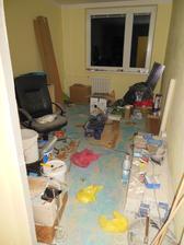 A tohle má být ložnice :-D Dneska jsem byla na bytě a uklízela tenhle pokoj 3 hodiny a připravovala ho na rekonstrukci :-D Jj zapotila jsem se :-D Ale je připraven :) Hurá na ložnici