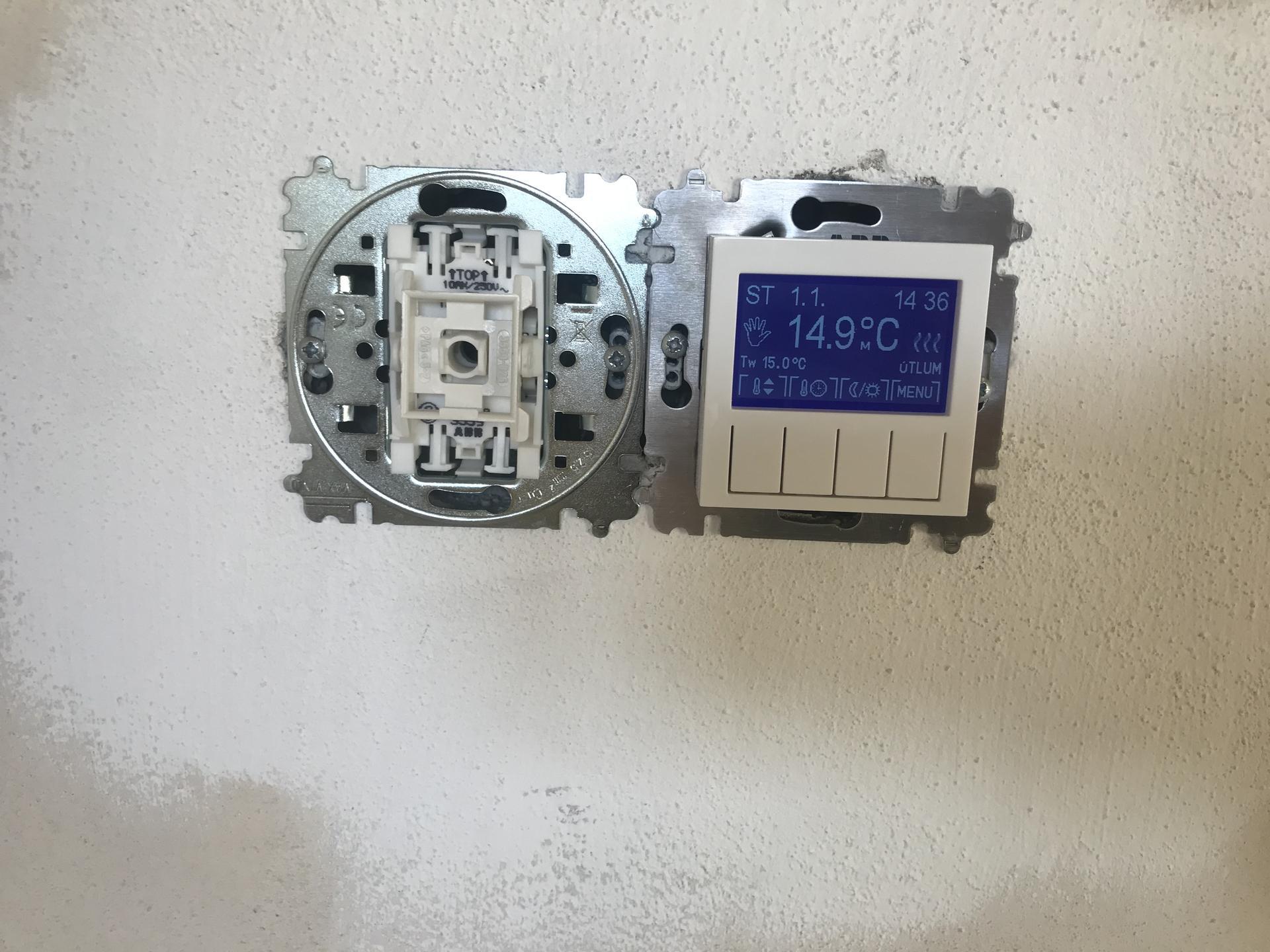 Konečně se něco děje - Osazené vypínače a termostaty