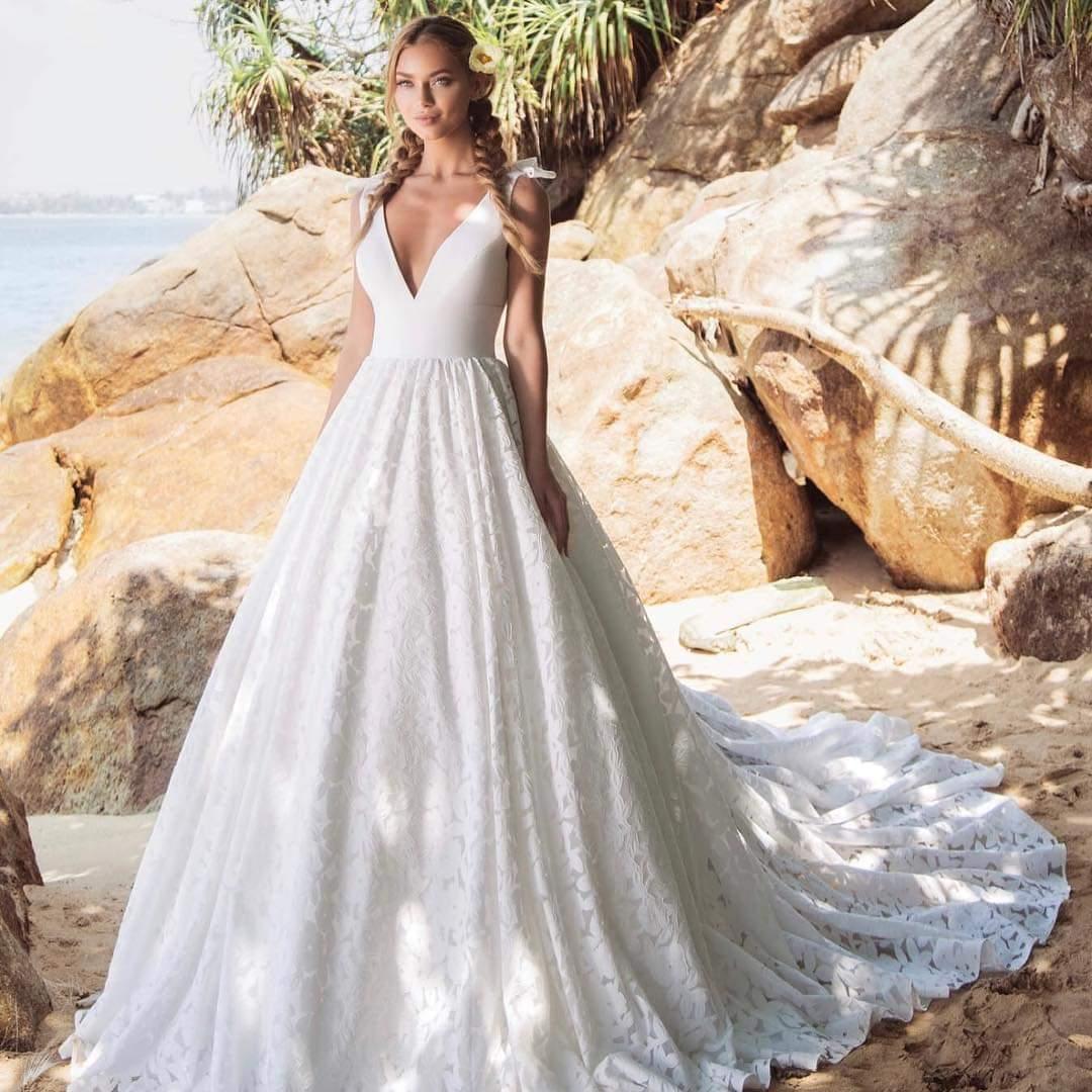 Predávam jedinečné svadobné šaty - Obrázok č. 1