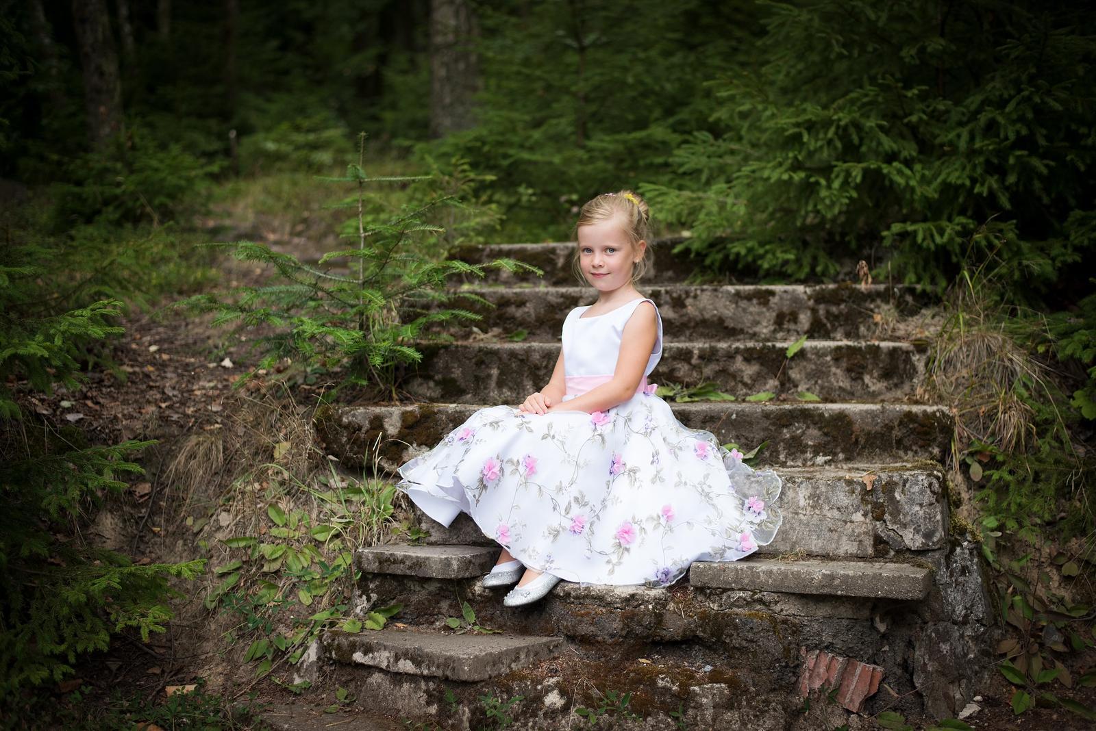 Dívčí šaty - Obrázek č. 3