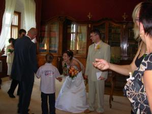 nevěsta pořád vysmátá