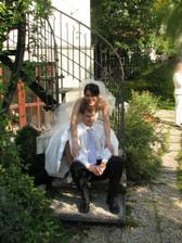 Relax po obřadu a před hostinou u nás na zahradě