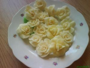 ruze na vacsiu tortu-vyroba zasa ja :-)