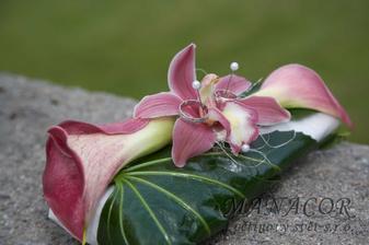 polštářek na prstýnky bude překvapní, konečná forma je na květinářství...