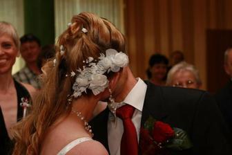 a první manželský polibek - pro fotografy opakováno 3x :-)