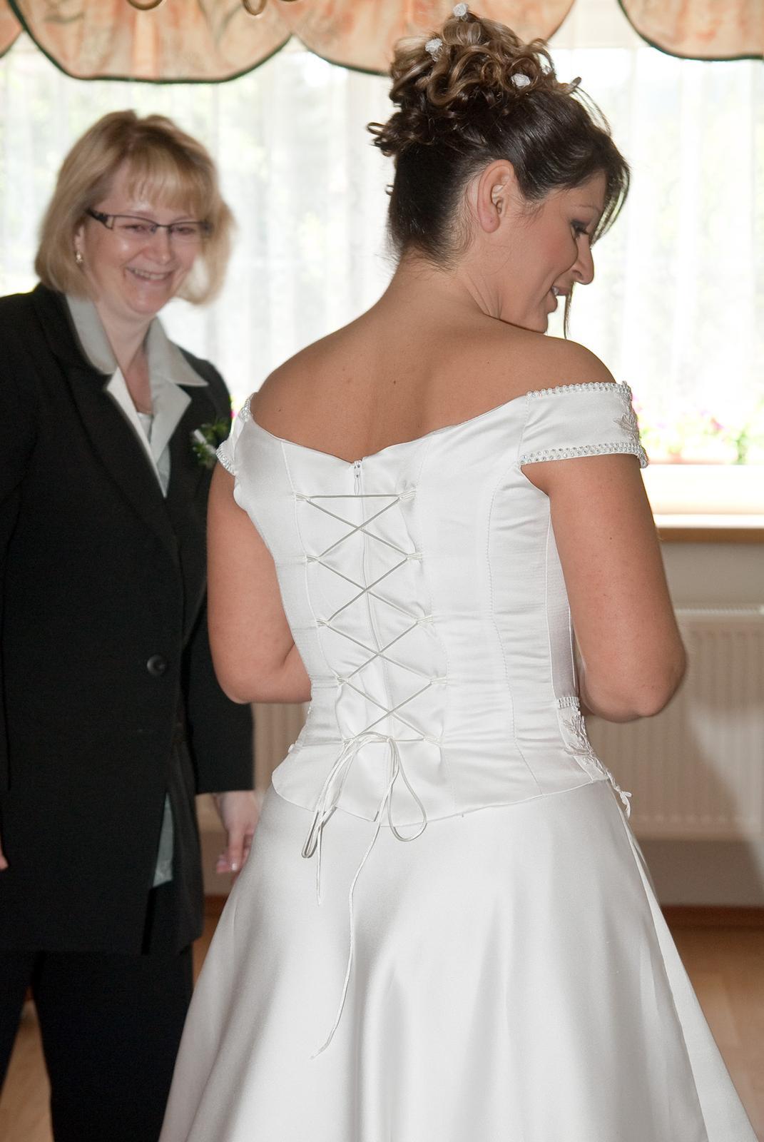 Bílé svatební šaty  - Obrázek č. 2