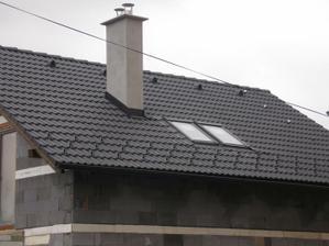 Strešné okná z detskej izby+komín.