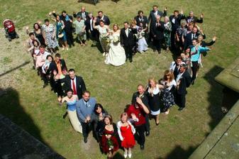 Všichni svatebčani- že nás bylo :o)