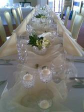 dekorace stolů..