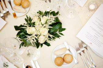 a zase květiny na stůl..