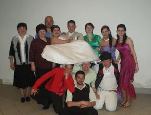 male foto s rodinou a bribuznymi