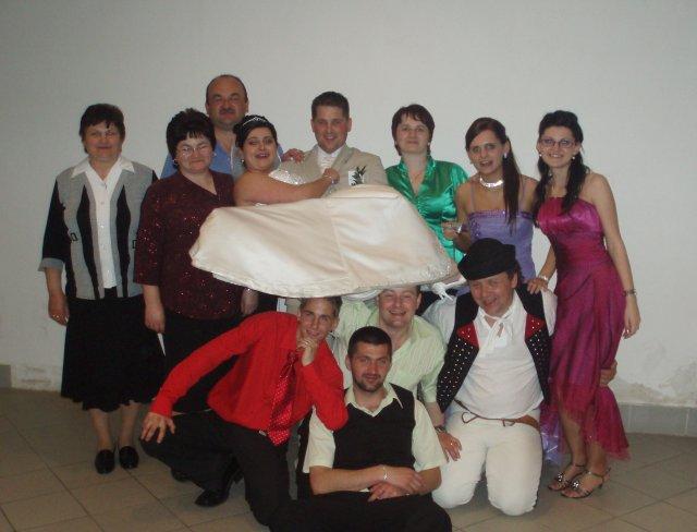 Andrea Pažičanova{{_AND_}}Milan Pažičan - male foto s rodinou a bribuznymi
