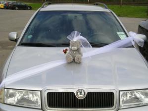 Zkouška výzdoby auta pro ženicha (jen medvídek bude ženich a né nevěsta :-) ).