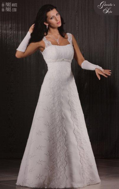 Predstavy a sny 29.10.2011 - Pekná a elegantná čipka na šatách