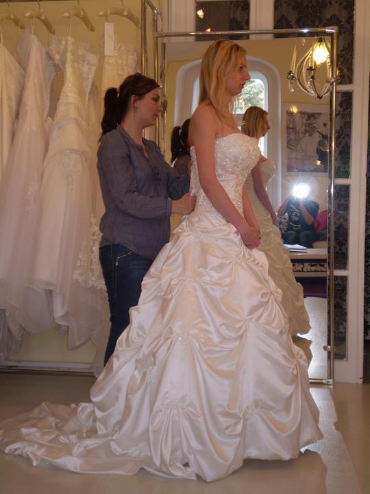 Predstavy a sny 29.10.2011 - Len mi ich bude treba zužiť, farba je diamantovo biela :)