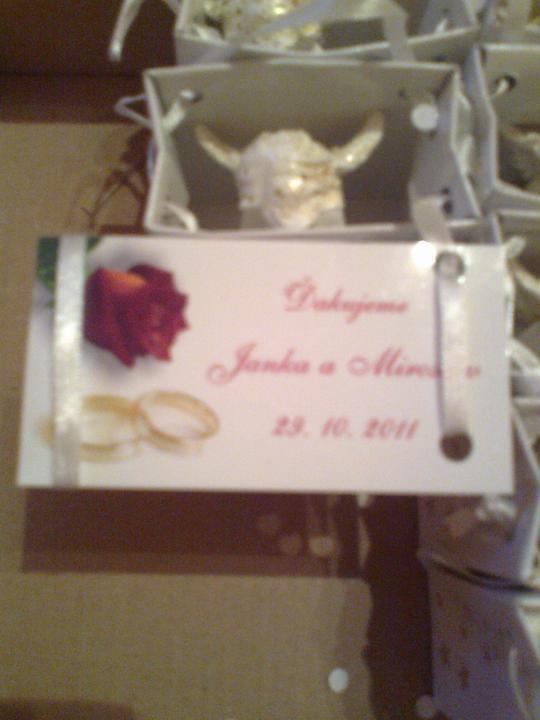 Predstavy a sny 29.10.2011 - Navrch pribalím kartičku s poďakovaním, našimi menami a dátumom svadby