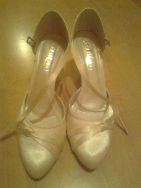 Predstavy a sny 29.10.2011 - Svadobné topánočky