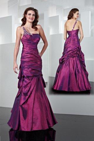 Predstavy a sny 29.10.2011 - Niečo podobné mám popolnočné šaty ale v tmavo ružovej farbe